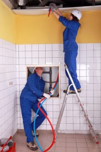 Emergency plumbing team, turning water off